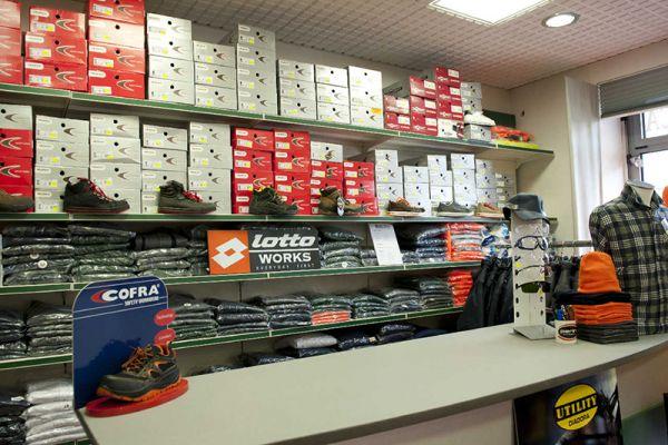 perlini-workwear-negozio-06A589D75E-4BE2-00F5-1532-AE6B942CF5B7.jpg