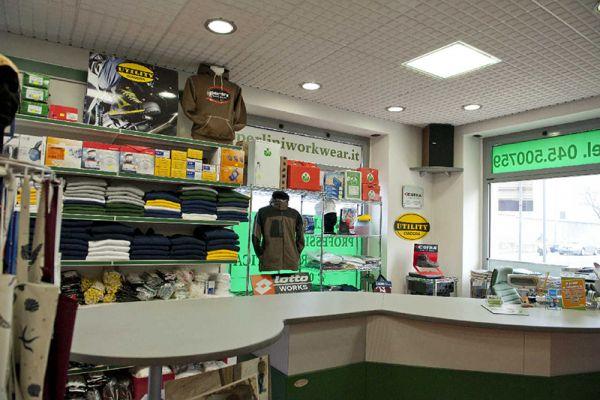 perlini-workwear-negozio-0787D197BA-BA7C-A133-3EF4-9F6FC980D549.jpg