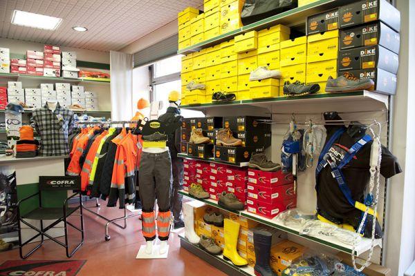 perlini-workwear-negozio-0852DAB818-8BEB-B596-D73A-E077ACC52026.jpg